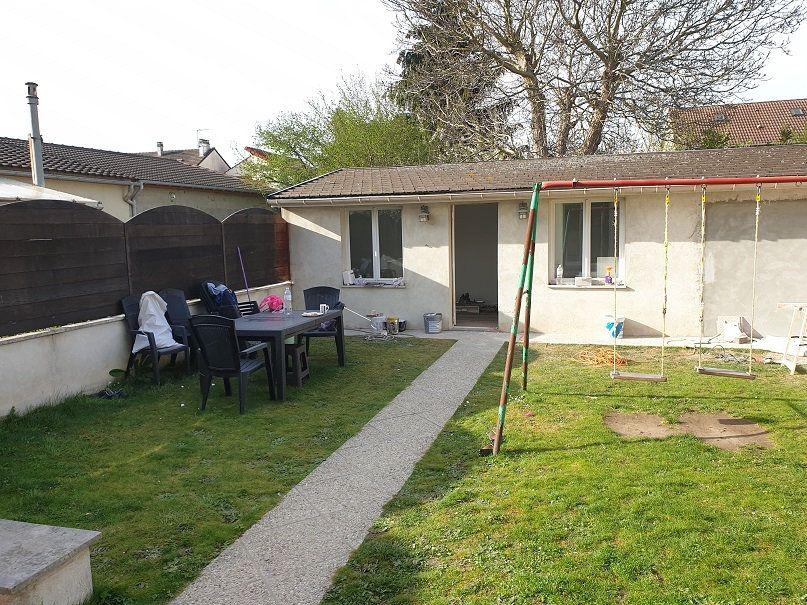 Maison à louer 7 313m2 à Le Blanc-Mesnil vignette-2