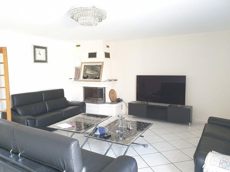 Maison à louer 7 313m2 à Le Blanc-Mesnil vignette-3