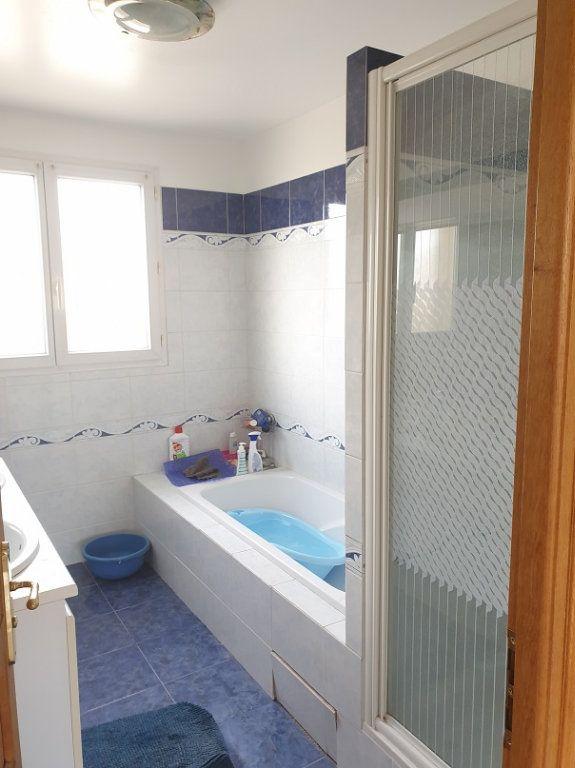 Maison à louer 7 313m2 à Le Blanc-Mesnil vignette-4