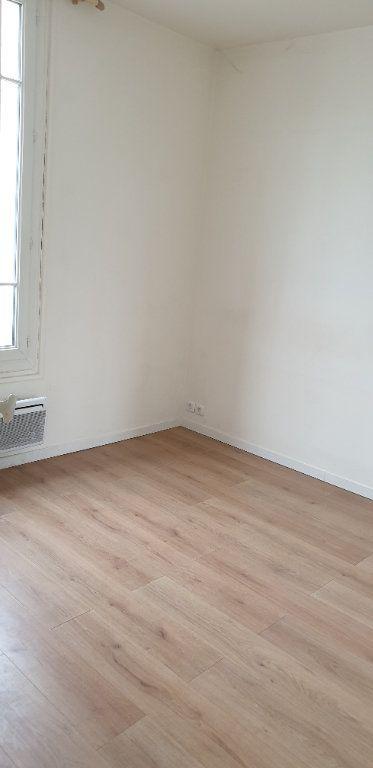 Appartement à louer 2 24m2 à Aubervilliers vignette-2