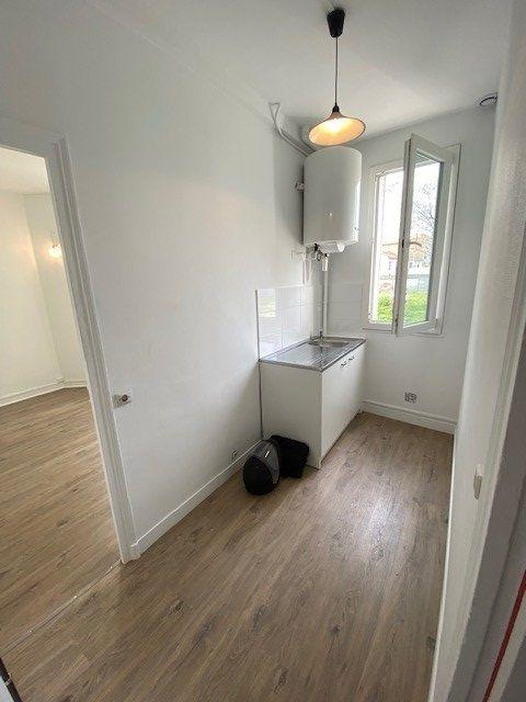 Appartement à louer 2 30m2 à Bobigny vignette-3