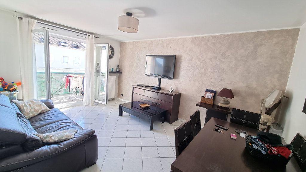 Appartement à louer 3 55m2 à Dugny vignette-1