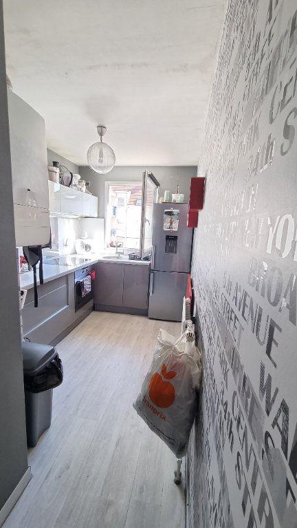 Appartement à louer 3 55m2 à Dugny vignette-3
