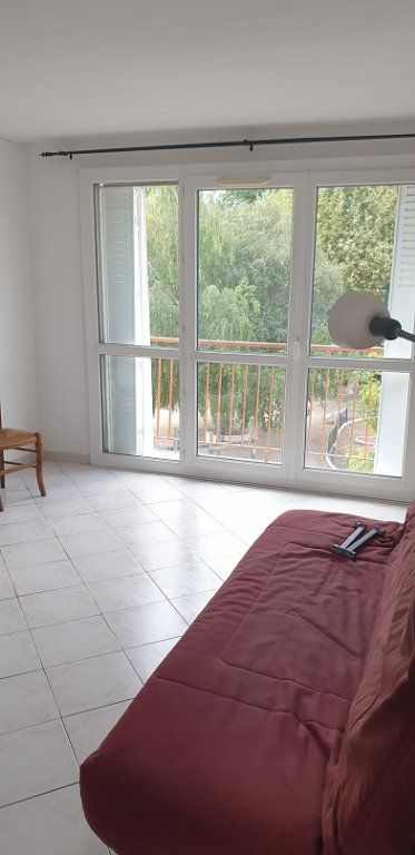 Appartement à louer 3 55m2 à Drancy vignette-1