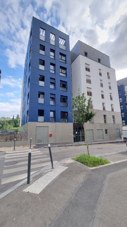 Appartement à louer 3 65m2 à Bobigny vignette-1