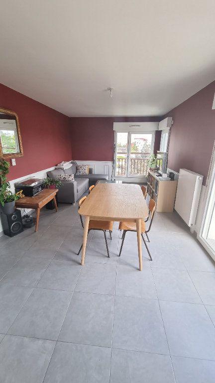 Appartement à louer 3 65m2 à Bobigny vignette-2