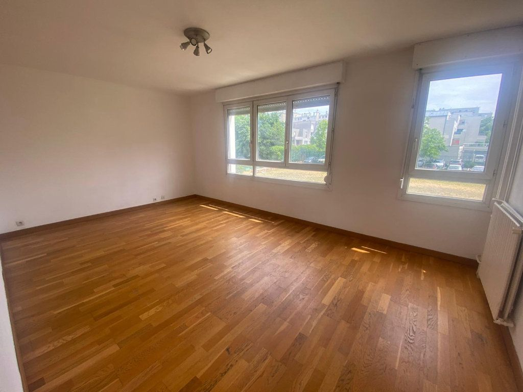 Appartement à louer 3 65m2 à Pantin vignette-1