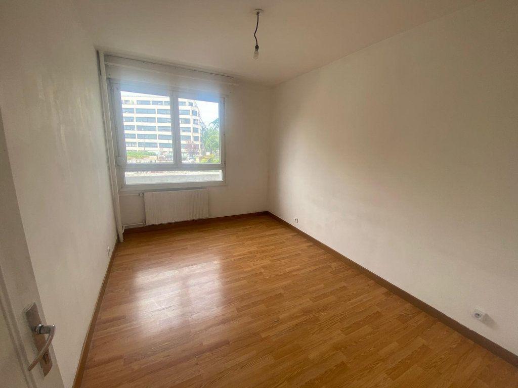 Appartement à louer 3 65m2 à Pantin vignette-2
