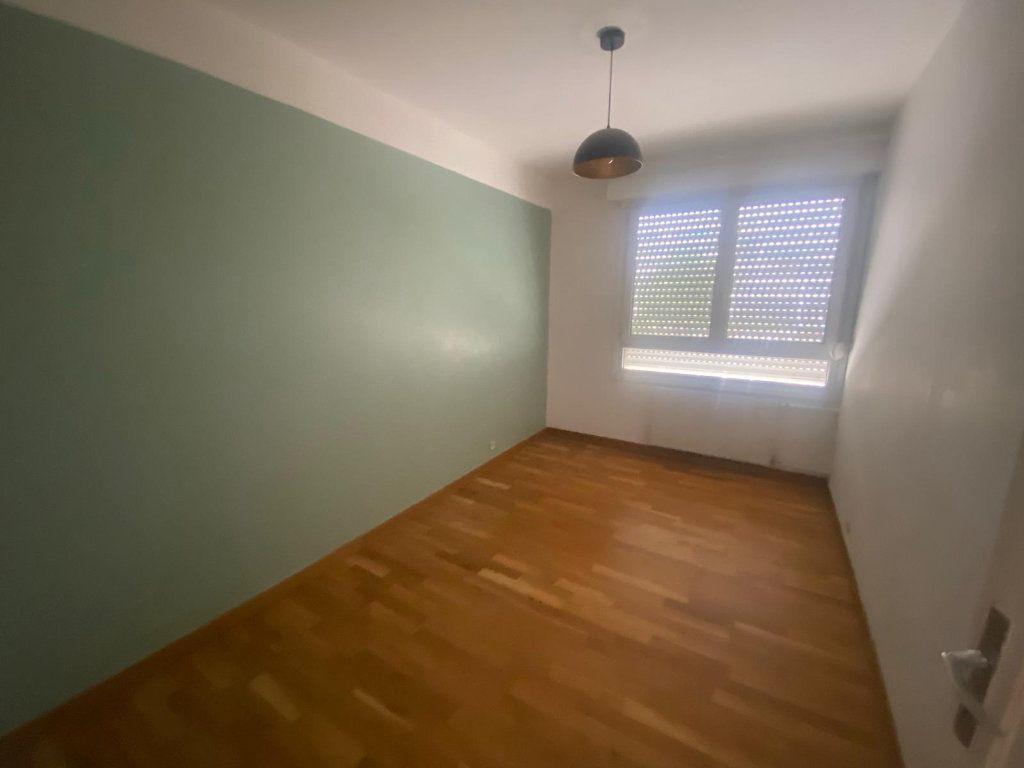 Appartement à louer 3 65m2 à Pantin vignette-3