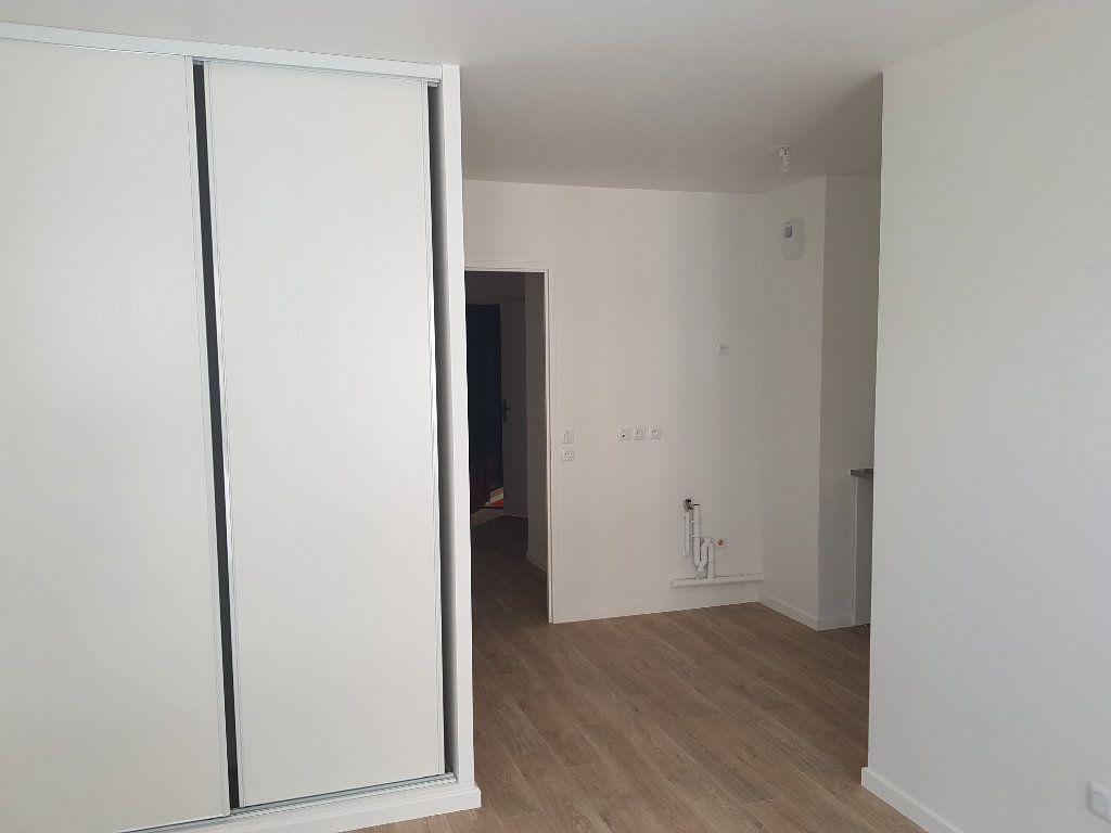 Appartement à louer 1 29m2 à Drancy vignette-3