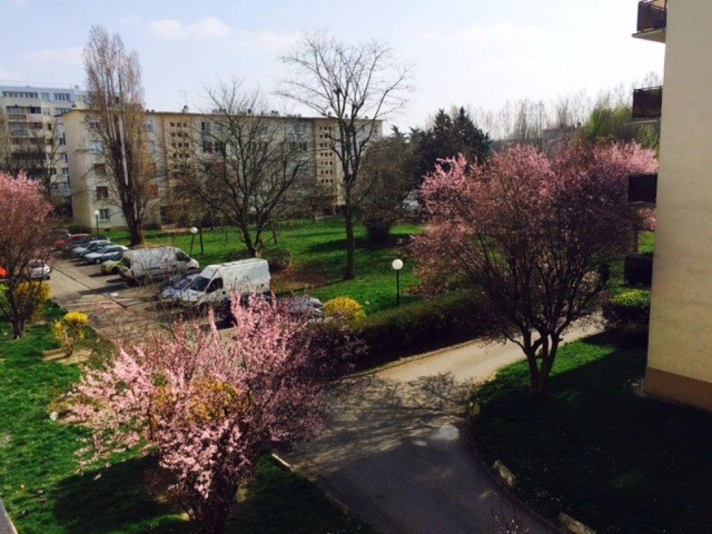 Appartement à louer 4 63m2 à Le Blanc-Mesnil vignette-1