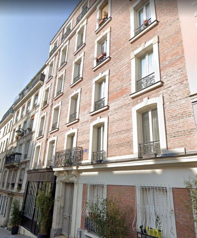 Appartement à louer 3 50m2 à Paris 18 vignette-5