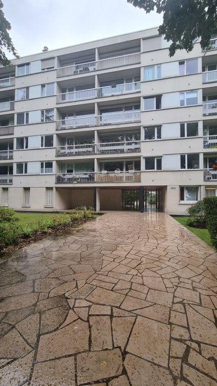 Appartement à louer 3 62m2 à Neuilly-sur-Seine vignette-1
