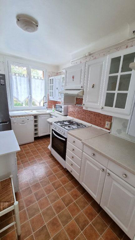Appartement à louer 4 68.6m2 à Le Bourget vignette-2