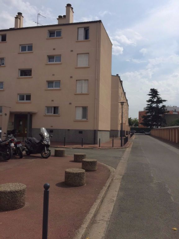 Appartement à louer 3 55m2 à Le Bourget vignette-1