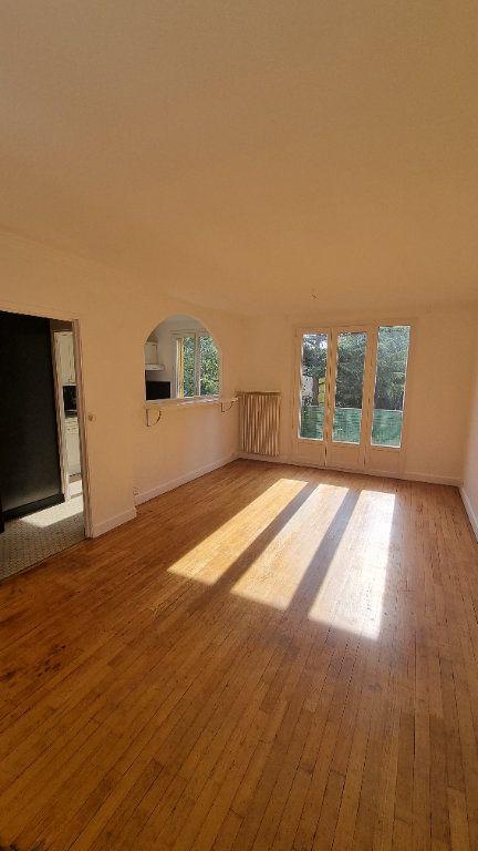 Appartement à louer 2 45m2 à Bobigny vignette-2