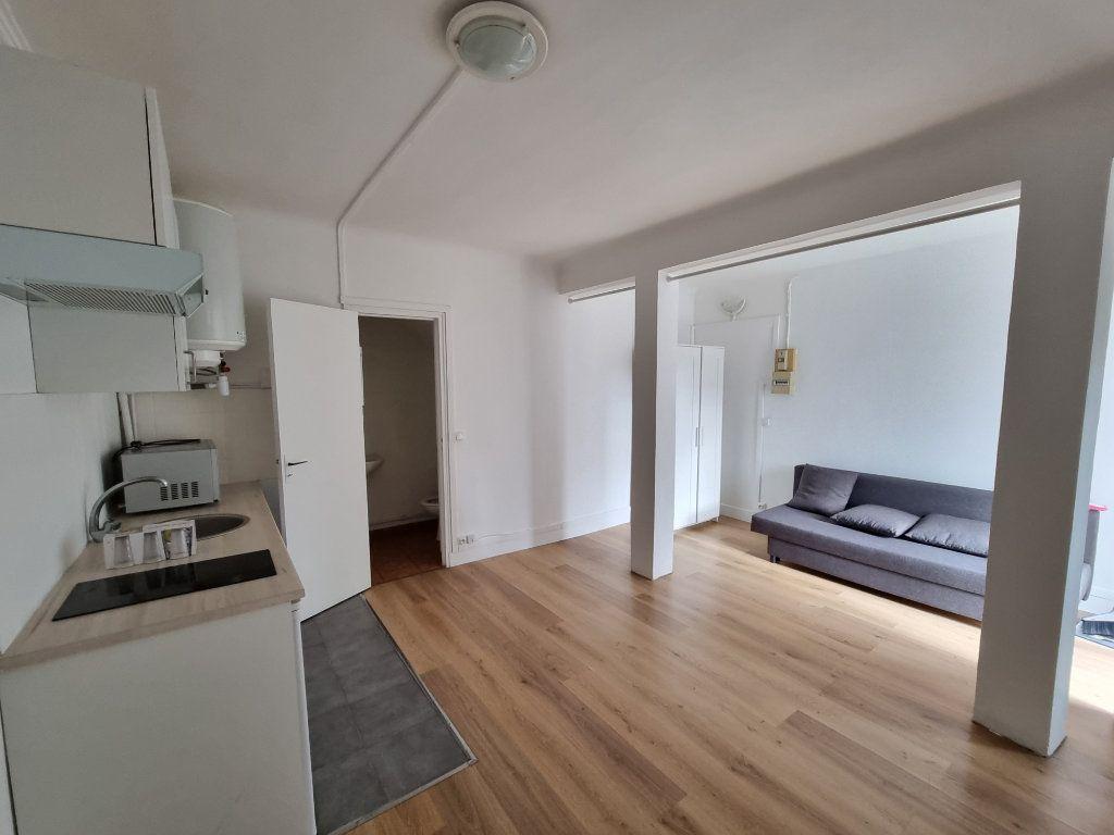 Appartement à louer 1 25m2 à Drancy vignette-1