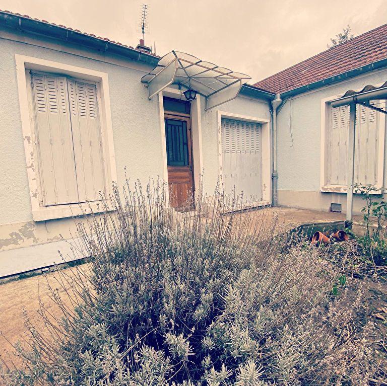 Maison à louer 3 60m2 à Drancy vignette-1