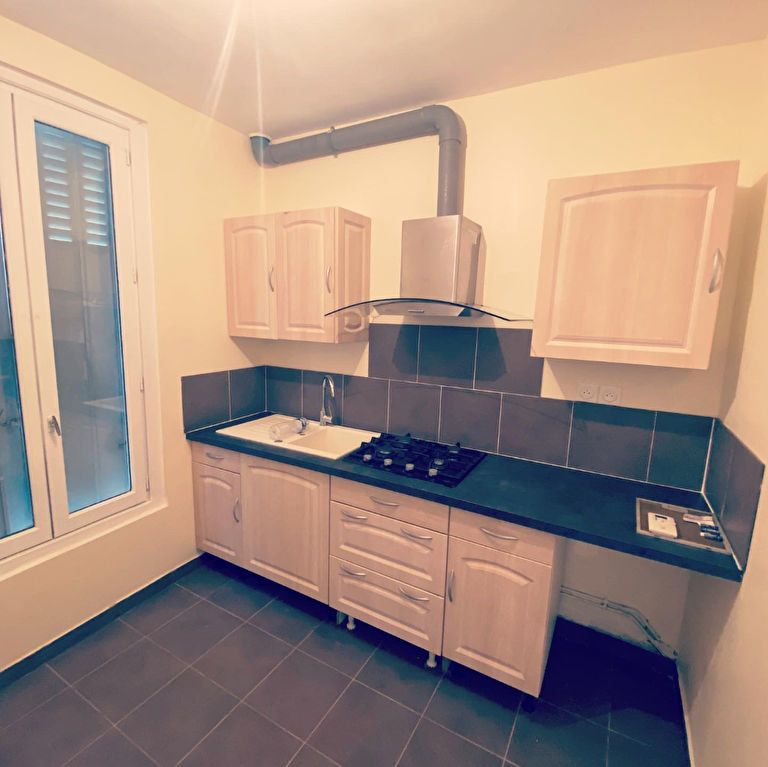 Maison à louer 3 60m2 à Drancy vignette-3