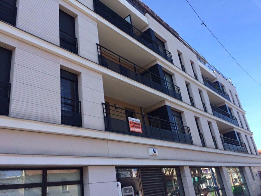 Appartement à louer 3 69m2 à Drancy vignette-1
