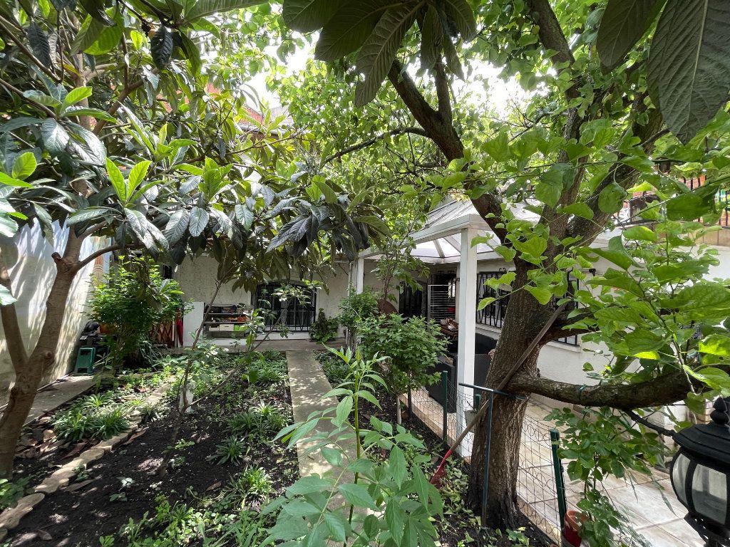 Maison à vendre 3 64.7m2 à Romainville vignette-18