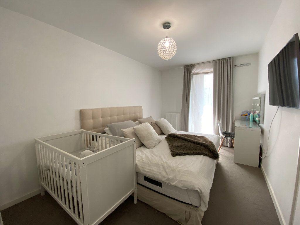 Appartement à vendre 4 79m2 à Romainville vignette-9