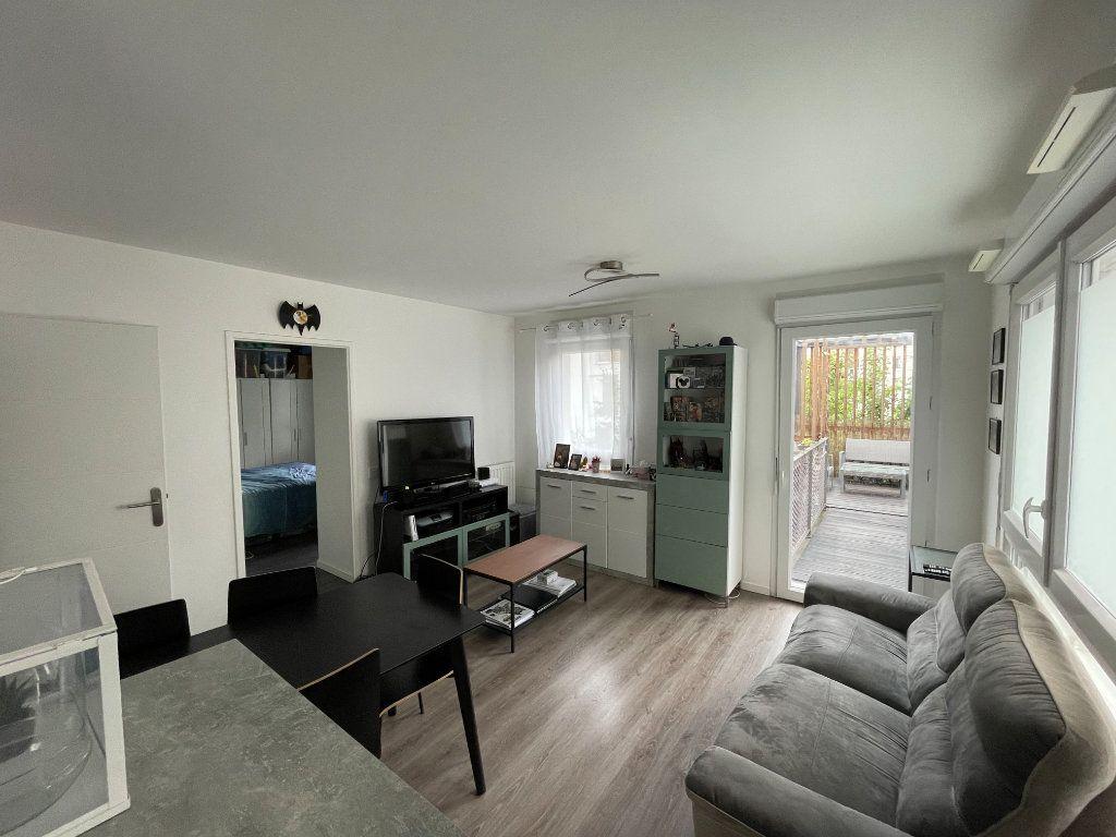 Appartement à vendre 3 61.44m2 à Romainville vignette-3