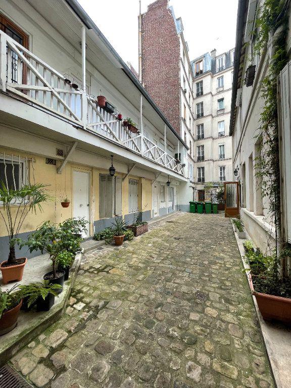 Appartement à vendre 1 17m2 à Paris 18 vignette-1