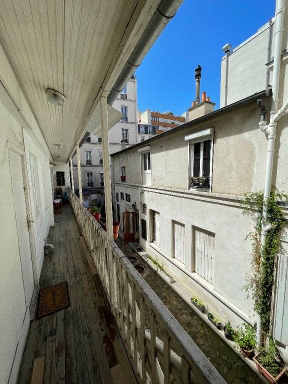 Appartement à vendre 1 17m2 à Paris 18 vignette-2