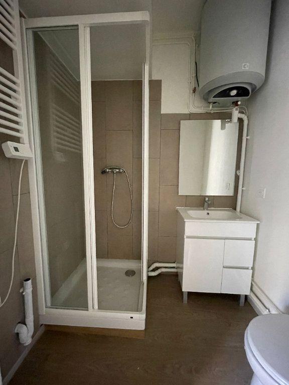 Appartement à vendre 1 17m2 à Paris 18 vignette-4