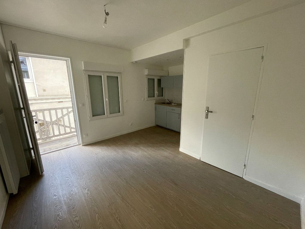 Appartement à vendre 1 17m2 à Paris 18 vignette-5