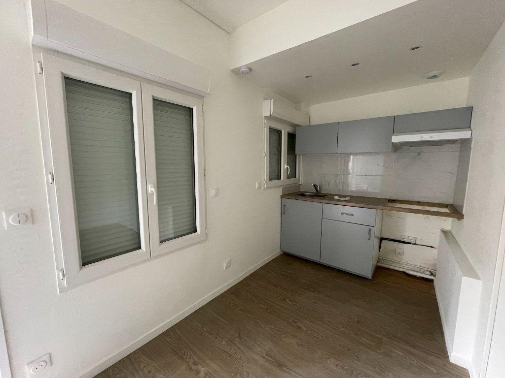 Appartement à vendre 1 17m2 à Paris 18 vignette-6