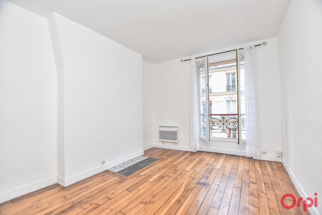 Appartement à vendre 2 26m2 à Paris 18 vignette-2