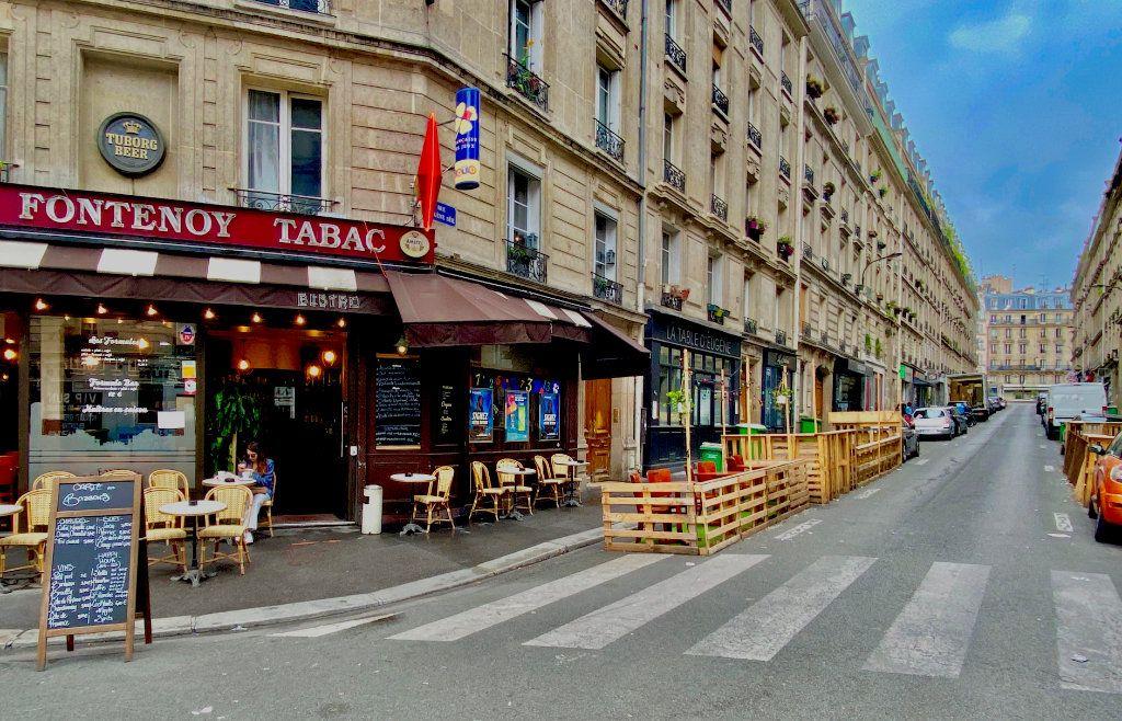 Appartement à vendre 2 34m2 à Paris 18 vignette-1