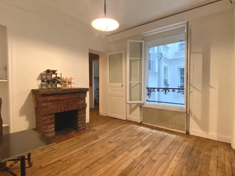 Appartement à vendre 2 34m2 à Paris 18 vignette-3