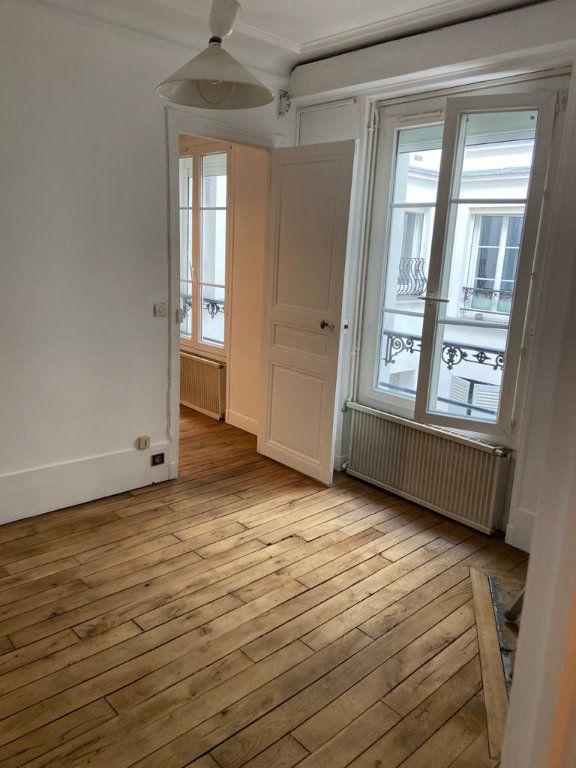 Appartement à vendre 2 34m2 à Paris 18 vignette-4