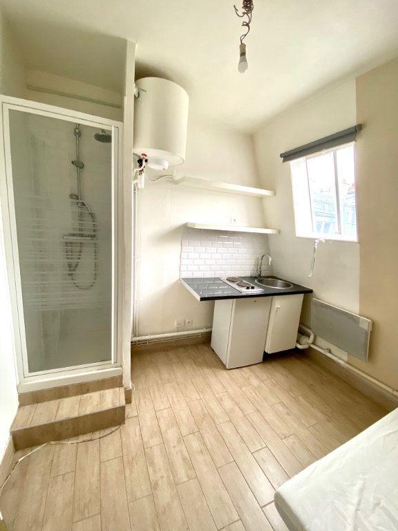 Appartement à vendre 1 7m2 à Paris 18 vignette-2