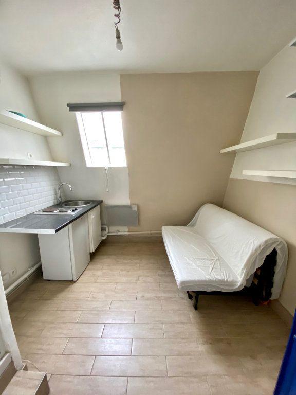 Appartement à vendre 1 7m2 à Paris 18 vignette-3