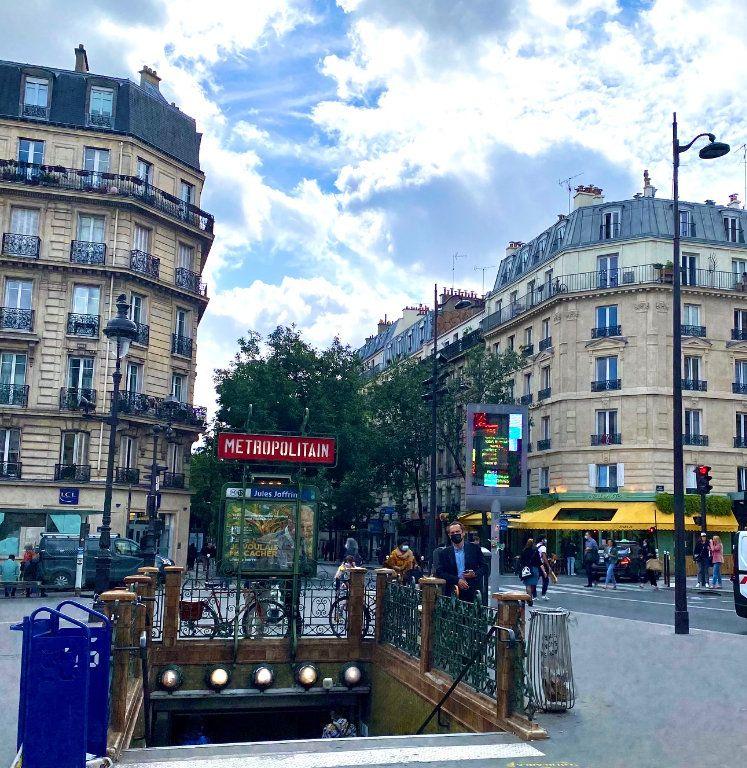 Appartement à vendre 2 29.18m2 à Paris 18 vignette-1