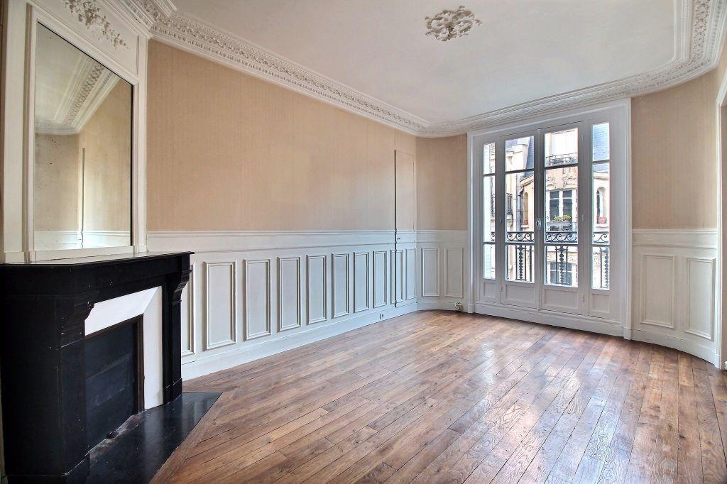 Appartement à louer 2 37m2 à Paris 14 vignette-1