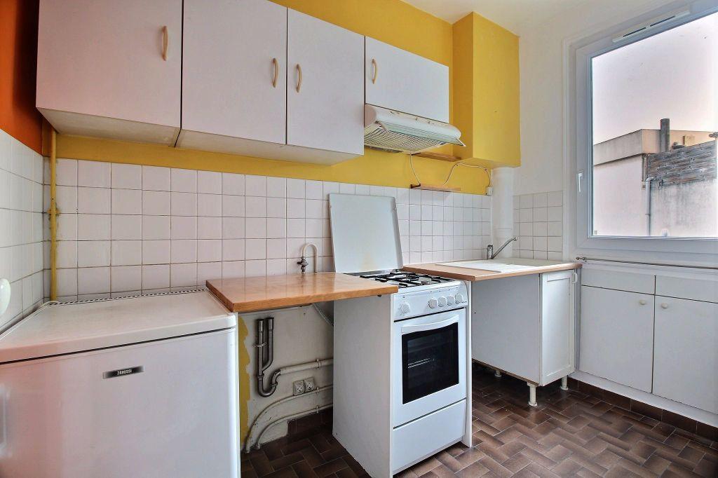 Appartement à louer 2 37m2 à Paris 14 vignette-4