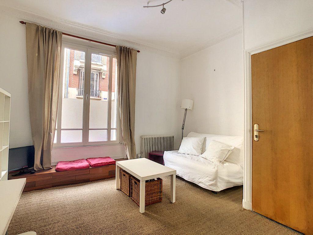 Appartement à louer 1 24m2 à Paris 14 vignette-2