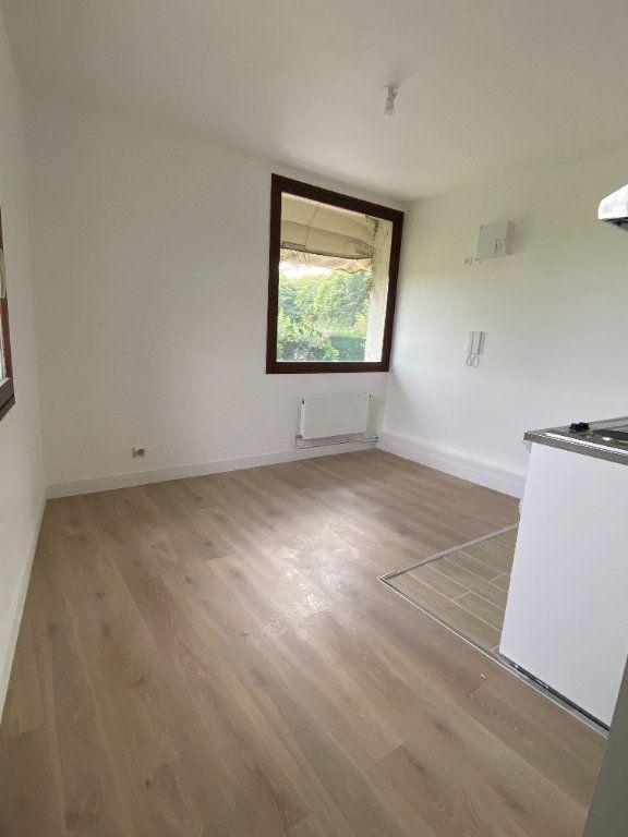 Appartement à louer 1 23.99m2 à Chaumes-en-Brie vignette-1