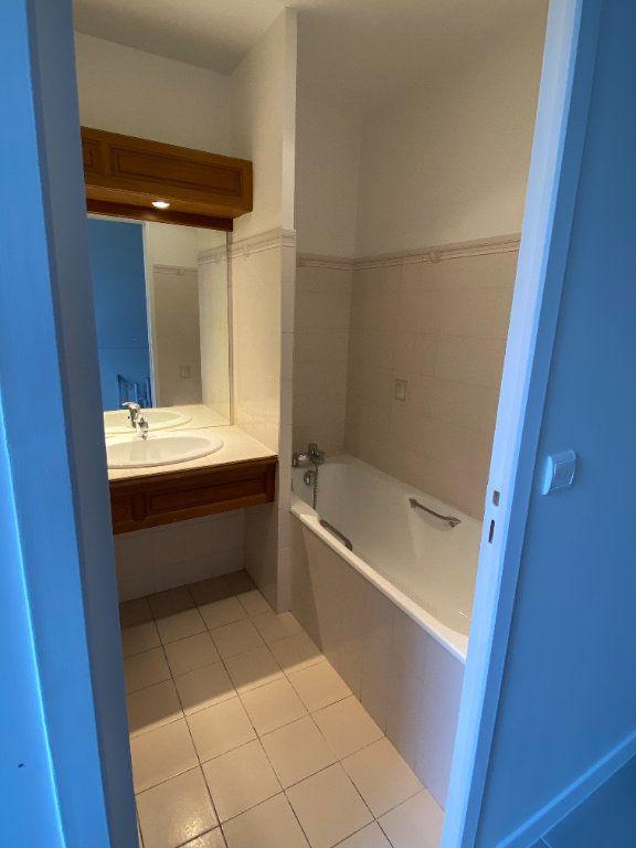 Appartement à louer 1 22m2 à Clermont-Ferrand vignette-2
