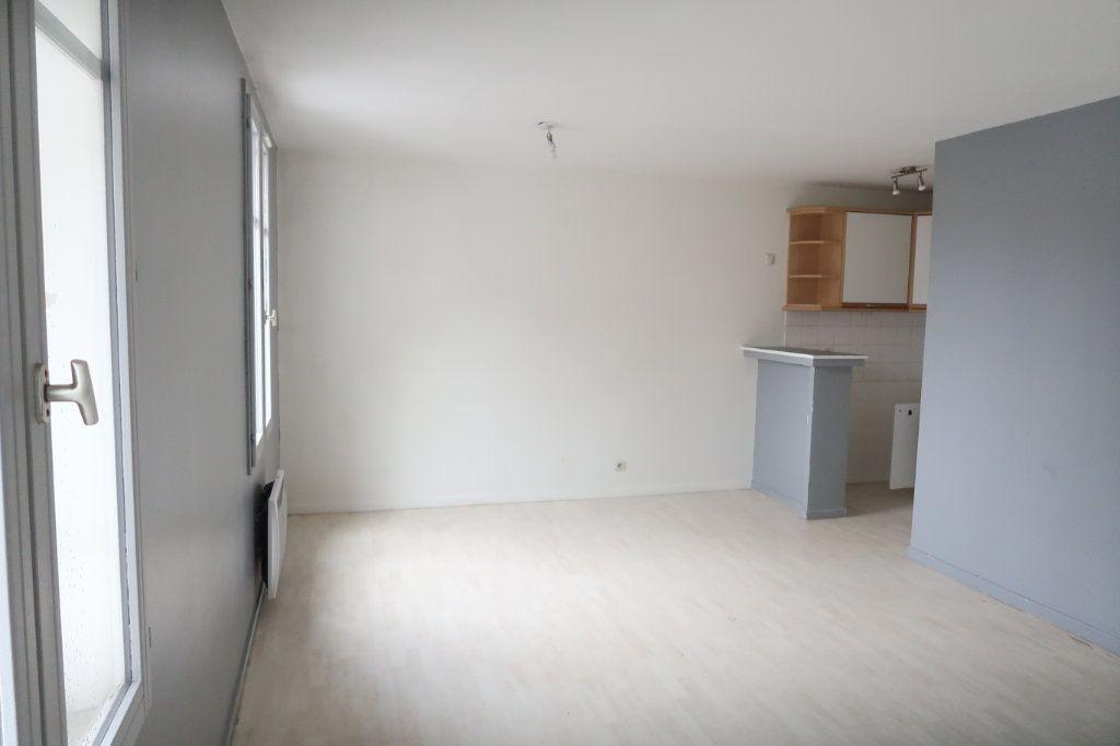 Appartement à louer 1 29.44m2 à Arras vignette-1