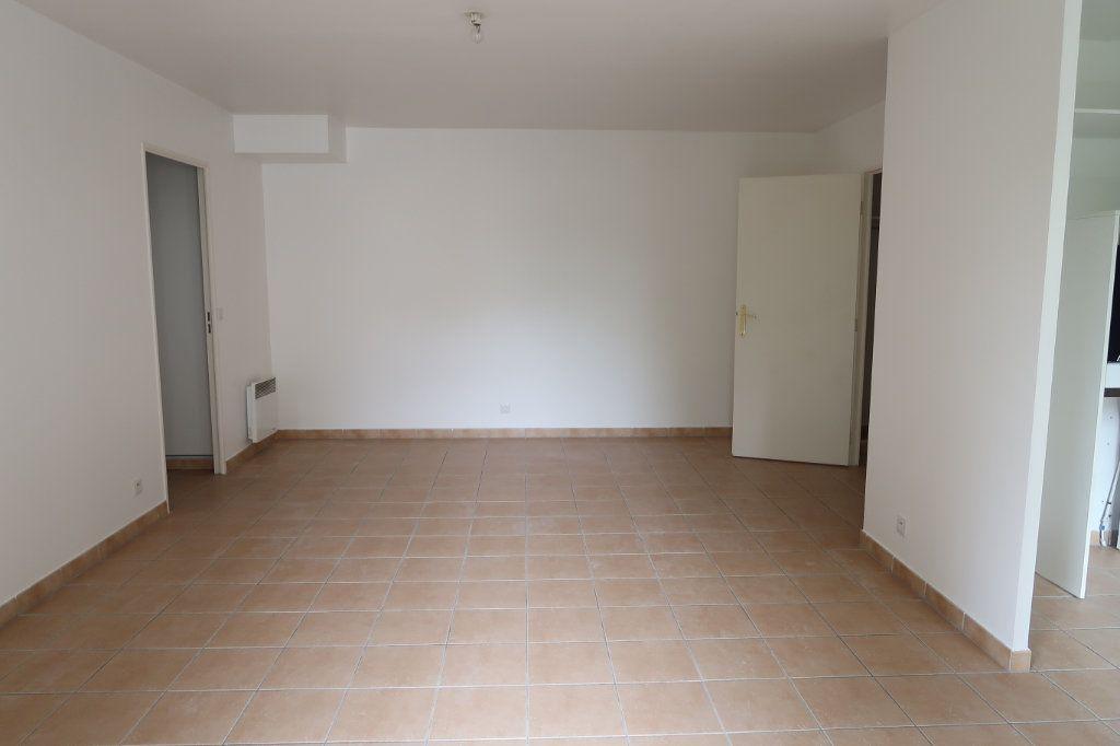 Appartement à louer 3 61.28m2 à Villeparisis vignette-2