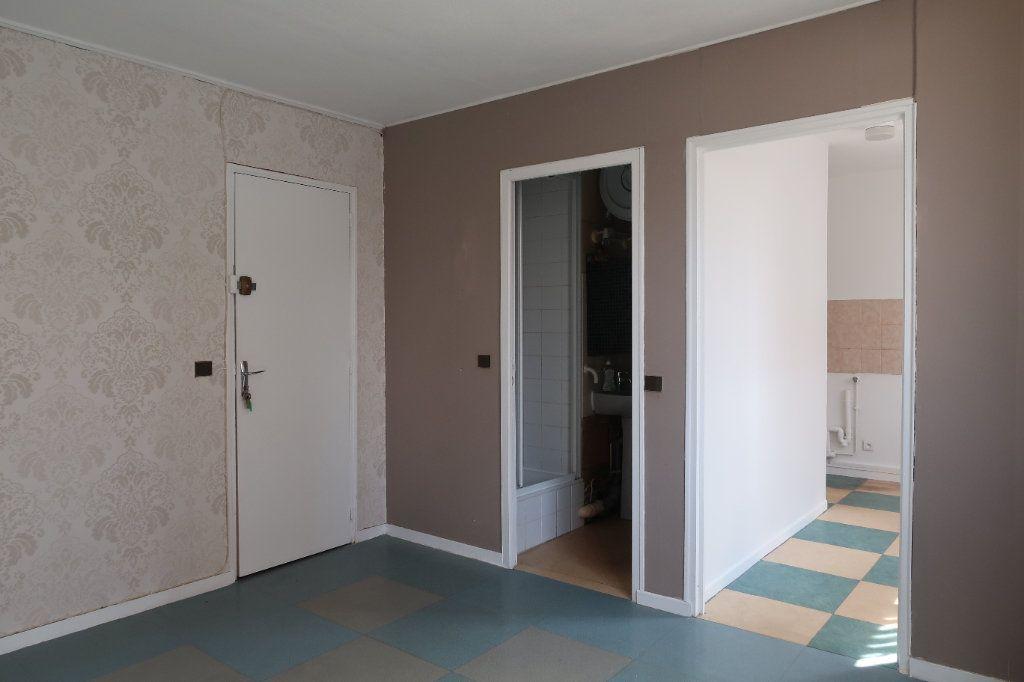 Appartement à louer 2 30m2 à Villepinte vignette-1