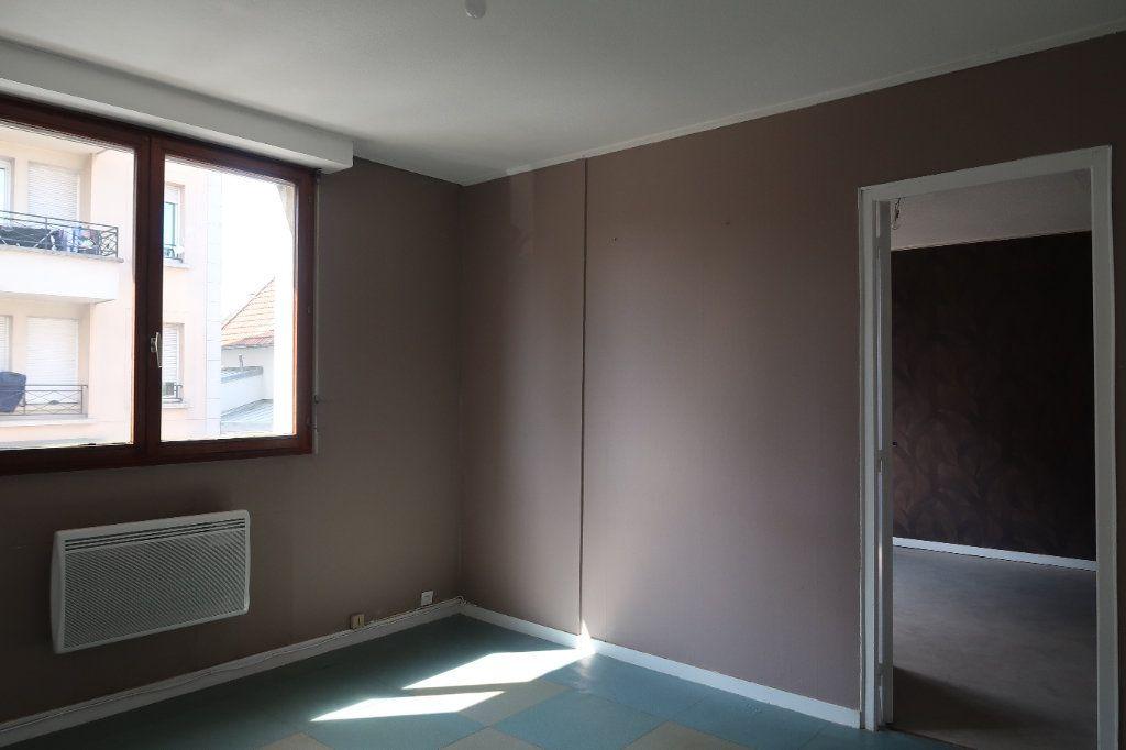 Appartement à louer 2 30m2 à Villepinte vignette-2