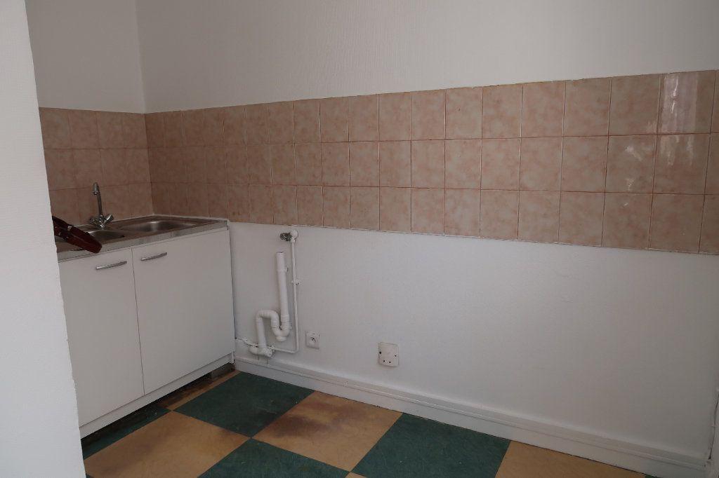 Appartement à louer 2 30m2 à Villepinte vignette-3