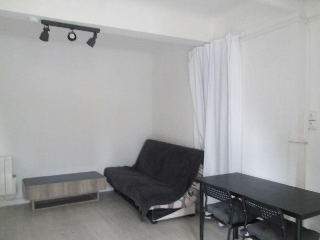 Appartement à louer 1 30m2 à Marseille 12 vignette-2
